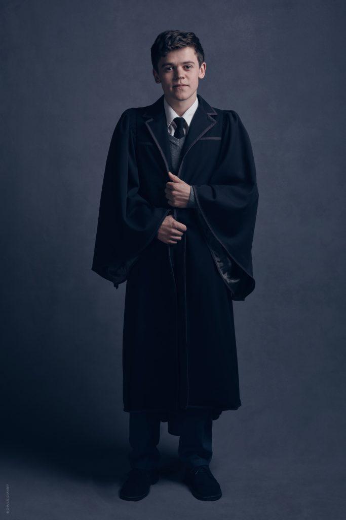 Ator Sam Clemmett caracterizado como Alvo Severo.
