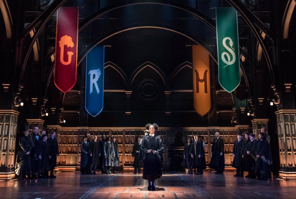 Rosa Granger-Weasley é selecionada pelo Chapéu Seletor.