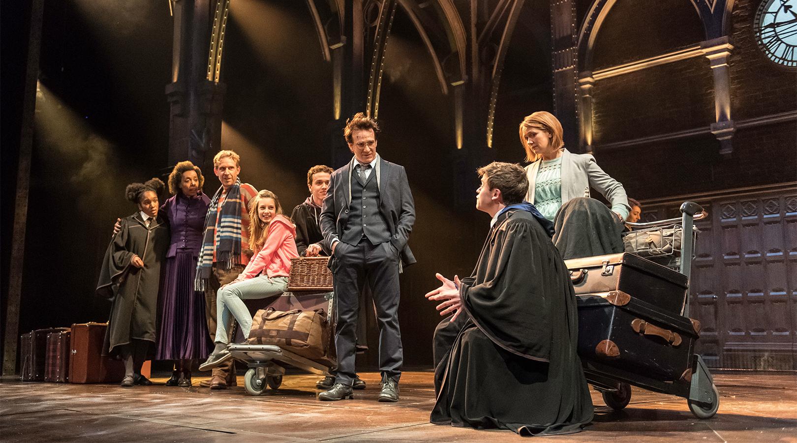 Famílias Weasley e Potter na estação em King's Cross