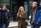 O produtor David Heyman, a autora J.K. Rowling e o diretor David Yates conversam enquanto caminham em set de Animais Fantásticos e Onde Habitam que recria a Nova York dos anos 20.
