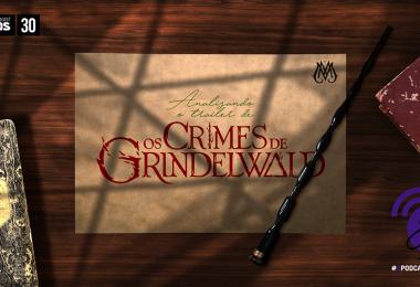 Uma foto de uma mesa onde estão alguns livros, a varinha de Dumbledore e um pedaço de pergaminho com o nome do episódio.