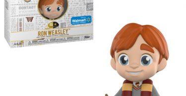 Boneco do Rony vestindo o uniforme de Hogwarts e um cachecol da Grifinória. Ao lado, a caixa e o acessório: uma caixa de feijõezinhos de todos os sabores.