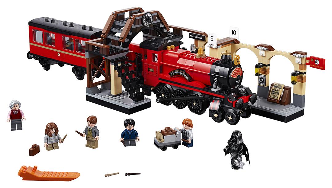 Foto dos componentes do set. Um trem, a estação de King's Cross e os personagens com suas varinhas e acessórios.