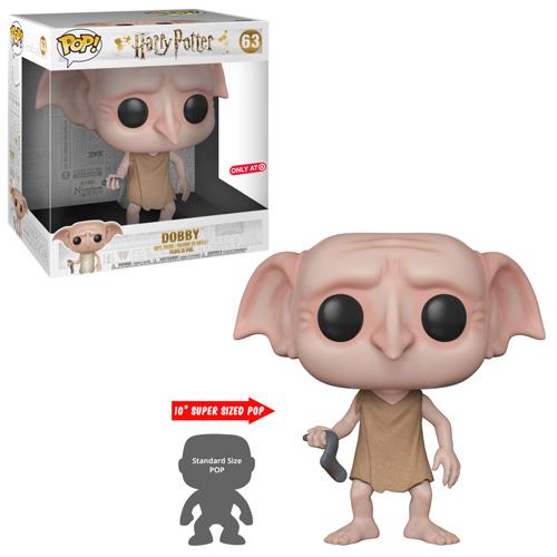 O boneco de Dobby com a luva. Embaixo, uma comparação do tamanho dele com os Pop! normais. Ele é três vezes maior.