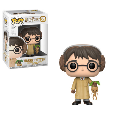 O boneco de Harry com as vestes de herbología e uma mandrágora na mão. Em baixo, uma caixa com os três bonecos.