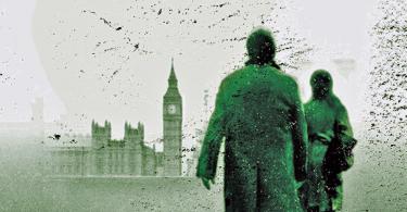 Pedaço da capa do livro Lethal White. Nele, vemos os atores Tom Burke e Holliday Grainger (intérpretes de Strike e Robin na série televisiva) estão de costas e observando uma paisagem londrina típica: o Big Ben e o castelo de Westminster.