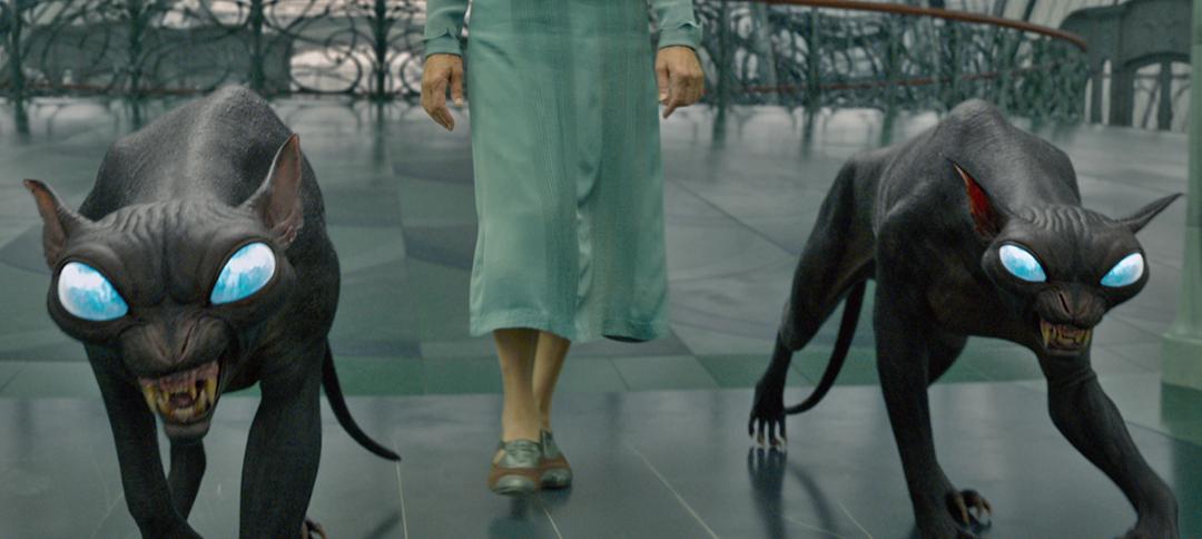 Num frame do trailer, dois gatos pretos gigantes andam pelo átrio do Ministério Francês. Eles têm olhos azuis e cintilantes.