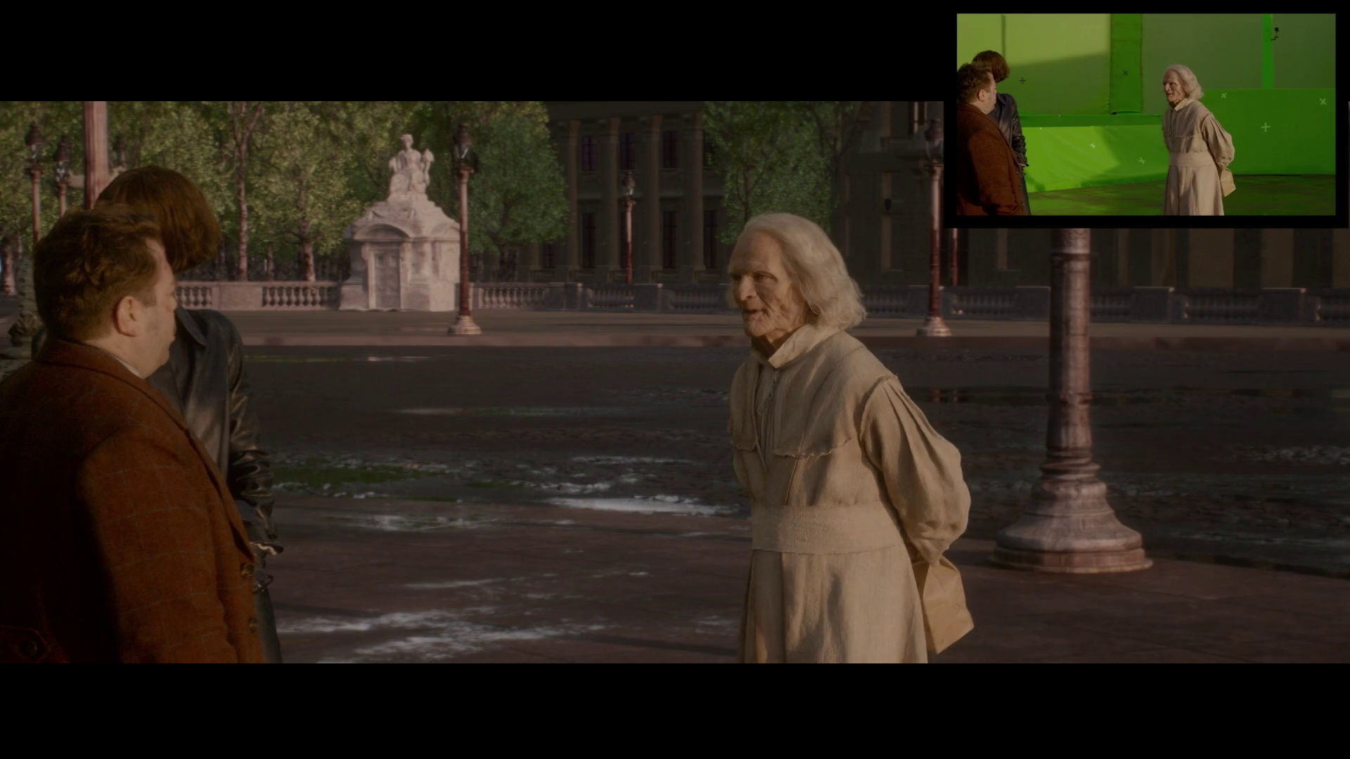 Nicolau Flamel aparece com um saco de pão nas costas indo em direção aos outros personagens.