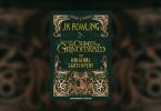 """Capa meramente ilustrativa do livro. A capa tem o fundo verde e o desenho é de animais fantásticos. No centro, há o logotipo do filme. No topo, o nome da autora J.K. Rowling, e embaixo o texto """"The Original Screenplay""""."""