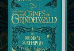 Um mockup do livro do roteiro de Os Crimes de Grindelwald. A descrição da capa está no corpo da notícia.